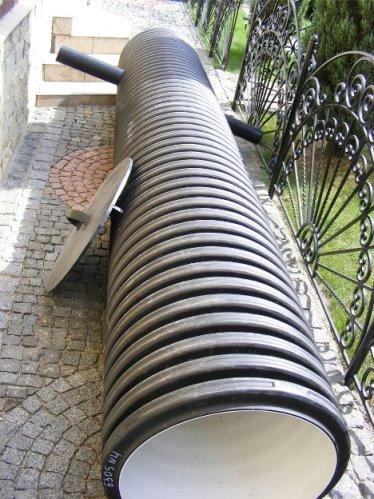 Пластиковая кабельная труба для колодца