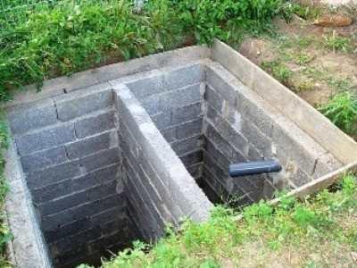 Двухкамерная конструкция резервуара, сделанная из пеноблока