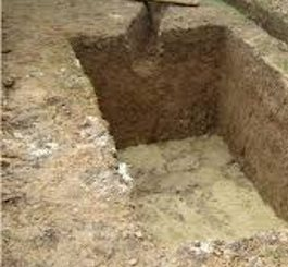 Котлован и траншея под трубы канализации