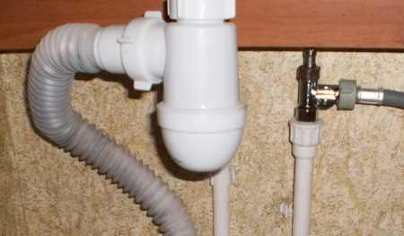 Врезка тройника в трубу, подающую воду в смеситель