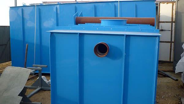 Отверстие для подключения патрубка канализации