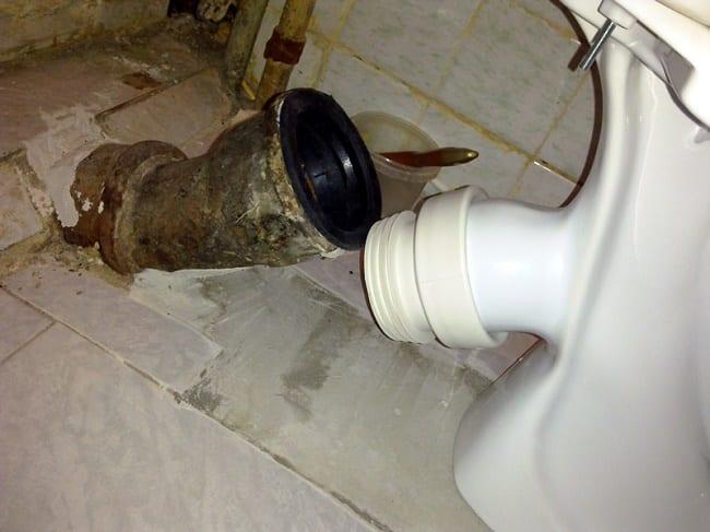 Подключение манжеты к канализационному отводу