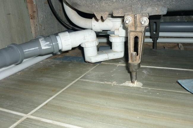 Соединение канализационного патрубка и сифона