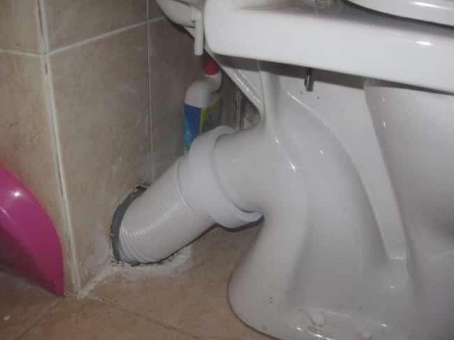 Стыковка манжеты с канализационным выводом