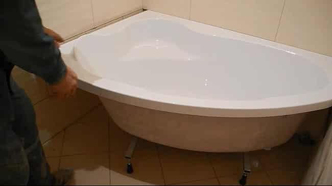 Крепление акриловой угловой ванны на ножки