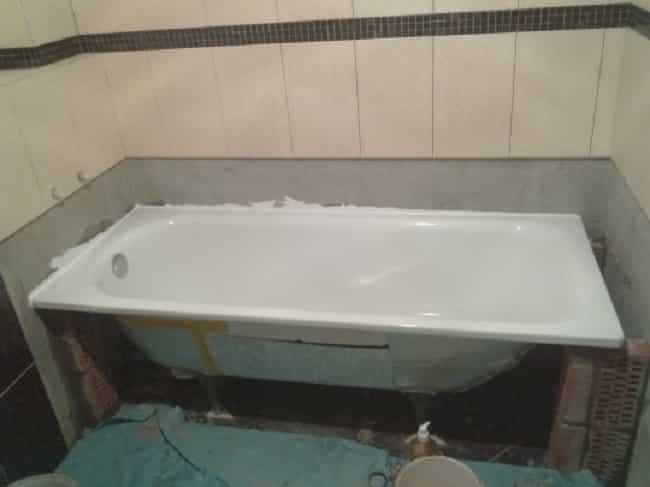 Процесс установки пластиковой ванны