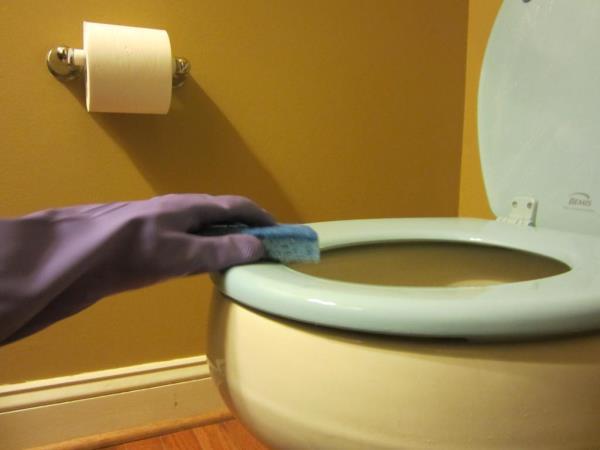 способы очистки известкового налета в унитазе