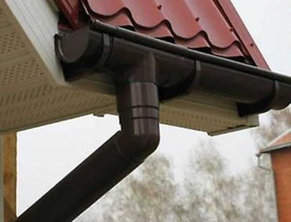 Вывод дождевой воды с крыши