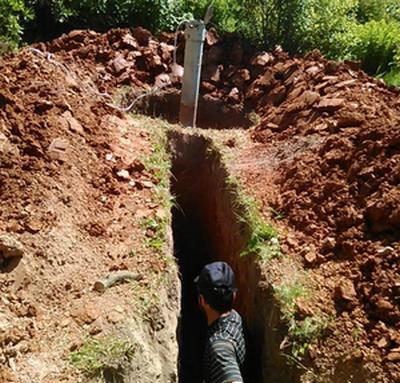 траншея для загородной канализации
