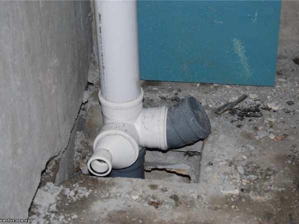 пластиковый канализационный стояк